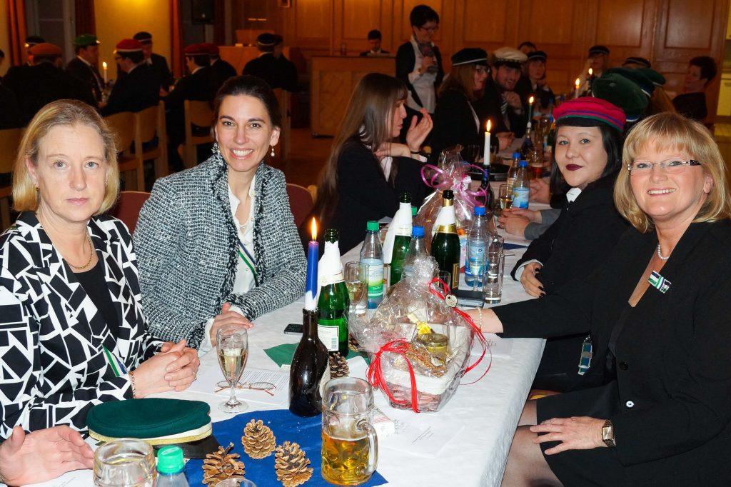Zum Kommers kommen viele Hohe Damen und auch Gäste