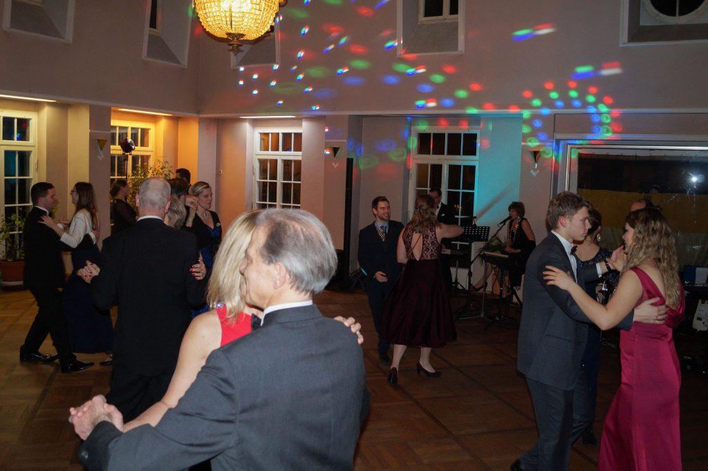 Von Walzer über Disco Fox zu Freistil alle Tänze sind vertreten